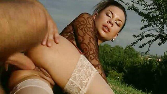 Moden videos sexso Kvinde & Ung Fyr (Título danés) (No porno danés) 18
