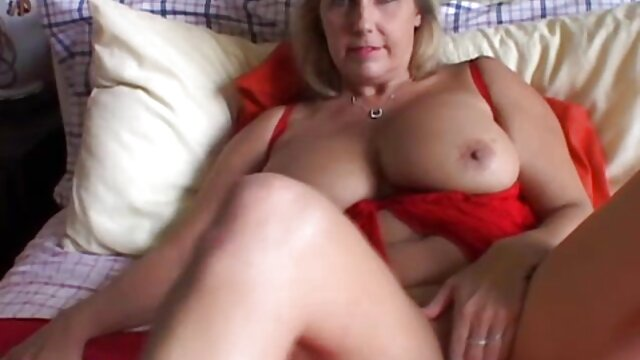 MILF india caliente en pornoclasico un trío
