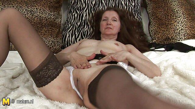 abuela teniendo placer en la videos xxx extremos web