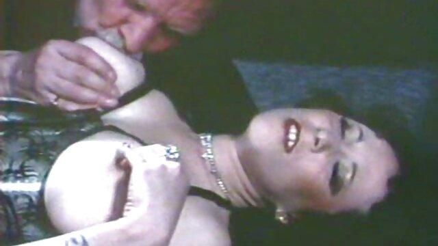 She's A Freak - pornografía de lesbianas Elle's Swell protagonizada por Elle Alexandra