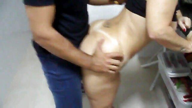 Er fickt seine sexo con animales gratis Freundin und deren notgeile Oma