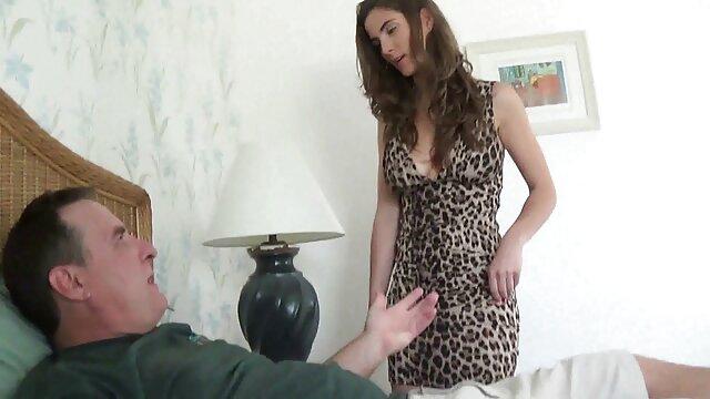 La milf latina videos xxx insesto Anabella ama el juego orgásmico con los pezones